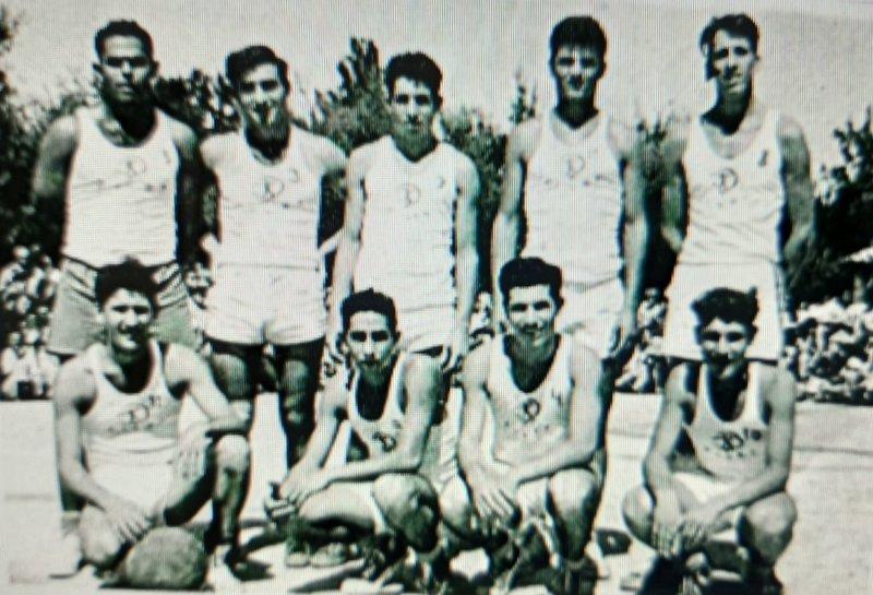קבוצת הכדורסל הפועל אשדות יעקב בשנות ה-50'. התמונה באדיבות רותי שדמון
