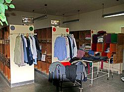 מכבסה ומחסן בגדים